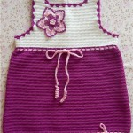 çiçek motifli pembe askılı örgü bebek elbiseleri
