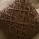 şiş burgu kahverengi yastık modeli