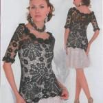 çiçek desenli gül motifli siyah bluz trendi