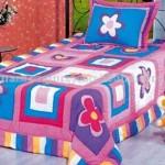 çiçek detaylı rengarenk kırkyama yatak örtüsü