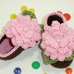 çiçek motifli şık örgü bebek ayakkabıları
