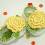 çiçek motifli bebek ayakkabısı