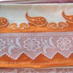 çiçek motifli dantel oymalı pike takımı modeli