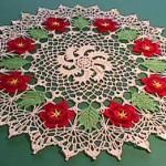 çiçekli dantel yuvarlak örtü örneği