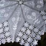 çiçekli motifli dantel fiskos örtüsü