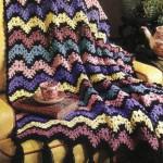 çizgi çizgi rengarenk örgü koltuk örtüsü modeli
