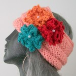 üç renk çiçekle süslenmiş bandana modeli