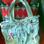 üzeri işlemeli açık renk kot çanta modeli