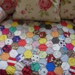 artık kumaşlardan bal peteği kırkyama yatak örtüsü
