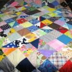artık kumaşlardan rengarenk kırkyama yatak örtüsü