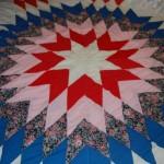 baklava modeli kırmızı mavi beyaz kırkyama yatak örtüsü