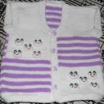 bebek suratlı iki renkli örgü bebek yeleği modeli