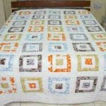 beyaz üzerine renli kumaşlardan kare desenli kırkyama yatak örtüsü