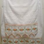 beyaz turuncu çiçekli havlu kenarı dizaynları