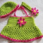 boyundan askılı yeşil örgü bebek bluzu modeli