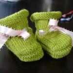 fıstık yeşili kurdeleli bebek patik modeli