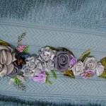 güzel pembe kurdela nakışı havlu modeli