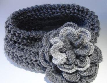 gri çiçek desenli bandana modeli