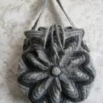 gri kese şeklinde örgü çanta modeli