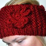 kırmızı çiçek desenli bandana modeli