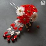kırmızı çiçekli topuz toka modeli
