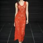 kırmızı şık modern kolsuz kırmızı elbise örnekleri