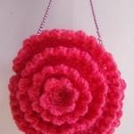 kırmızı gül desenli örgü çanta modeli