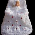 kırmızı güllü bebek battaniye modeli