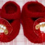 kırmızı kız figürlü bebek patik modeli