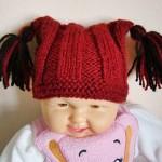 kırmızı püsküllü bebek şapka modeli
