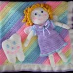 kız bebek figürlü bebek battaniyesi modeli