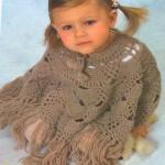 kahverengi püsküllü bebek panço modeli