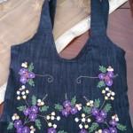 kurdele işlemeli mor çiçekli kot çanta modeli