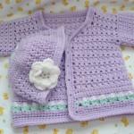 lila renkli şapkalı kız bebek hırkası modeli