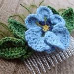 mavi çiçekli taraklı örgü toka modeli