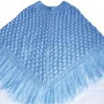 mavi örgü püsküllü bebek panço modeli