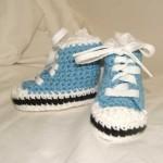 mavi bağcıklı bebek patik modeli