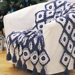 mavi beyaz püsküllü koltuk örtüsü modeli
