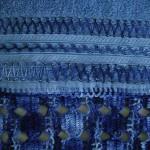 mavi ebrulü boncuklu havlu kenarı dizaynı