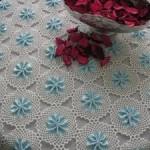 mavi kurdeleli dantel yuvarlak masa örtüsü modeli