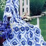 menekşe çiçek desenli örgü koltuk örtüsü modeli