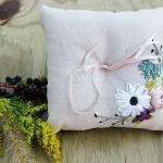 modern şık kurdele nakışı işli yastık örnek