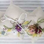 modern şık kurdele nakışı işli yastık tasarımları