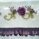 mor çiçekli kurdela nakışı havlu tasarımları