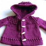 mor renkli şapkalı örgü kız bebek hırkası modeli