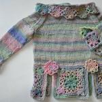 motiflerle süslenmiş şık kız bluzu