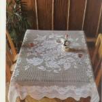 ortası çiçekli dantel kare masa örtüsü modeli