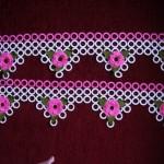 pembe çiçek çiçek havlu kenarı modeli