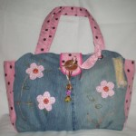 pembe çiçek desenli kot çanta modeli