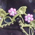 pembe çiçekli boncuk oyası örneği